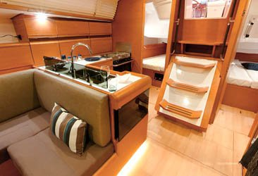 Motorsailer boat for rent in Raiatea