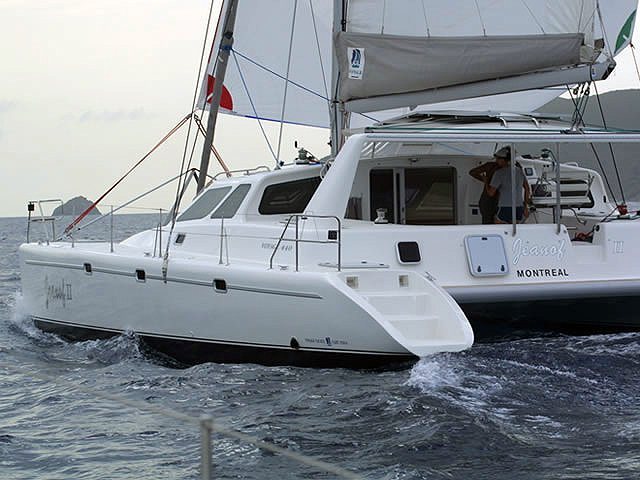 The perfect boat charter to enjoy CU in style