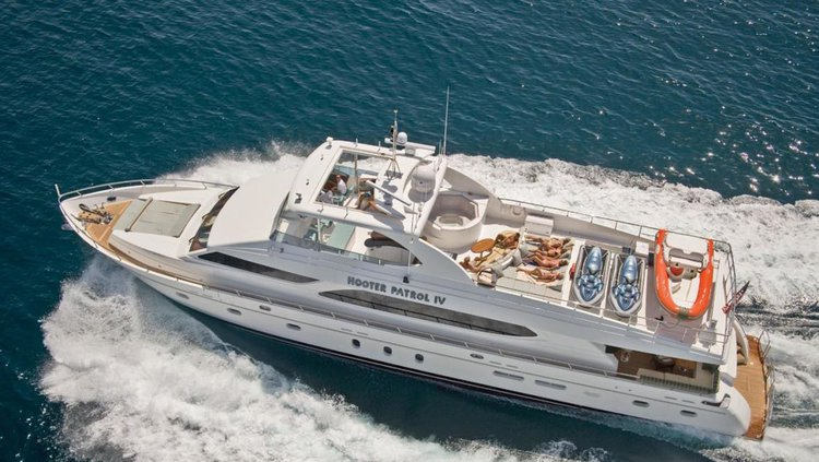 This 97.0' Hargrave cand take up to 5 passengers around Sag Harbor