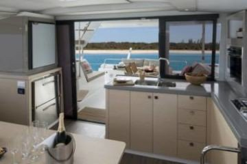 Discover Red Hook surroundings on this 40 Lucia boat
