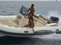 All you need to do is relax and have fun aboard the Cantiere Capelli TEMPEST 570 + Honda 135