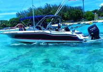 This motor boat rental is perfect to enjoy Port Louis