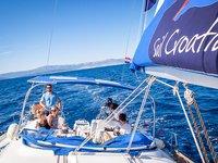 Jump aboard this beautiful Beneteau Beneteau Cyclades 43