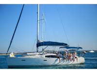 All you need to do is relax and have fun aboard the Beneteau Oceanis 43
