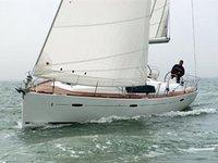Charter this amazing Beneteau Oceanis 43 in Portisco, IT