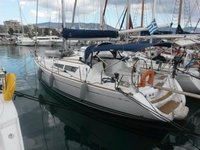 Sail the beautiful waters of Athens on this cozy Jeanneau Sun Odyssey 36i