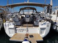 Rent this Jeanneau Sun Odyssey 469 for a true nautical adventure