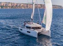 Explore the sea on Lagoon 40 Catamaran