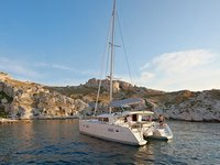 Charter this amazing Lagoon Lagoon 400 S2 in Barcelona, ES