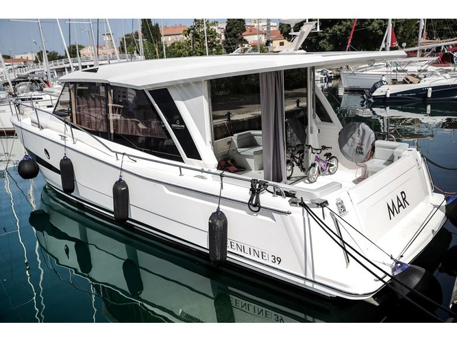 Greenline Boats / Hibrid