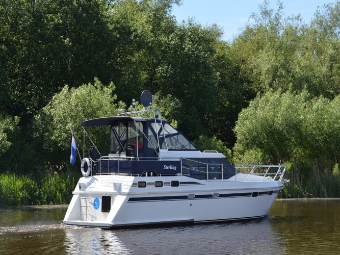 This motor boat charter is perfect to enjoy Drachten
