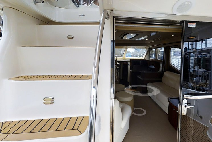 Discover Gerritsen Beach surroundings on this Fly Bridge 52 FT Sea Ray boat