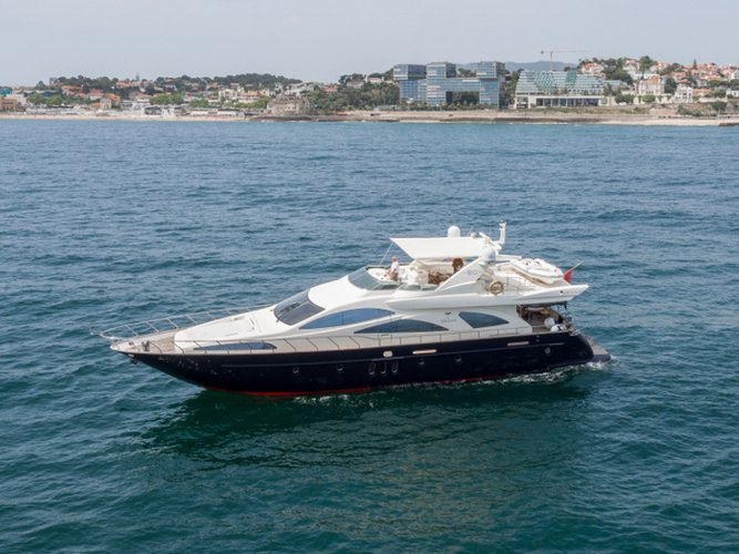 Climb aboard this Azimut Yachts Azimut 80 for an unforgettable experience