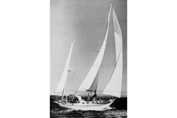 Discover ibiza surroundings on this BLOCK ISLAND 40 Regatta-cruiser boat