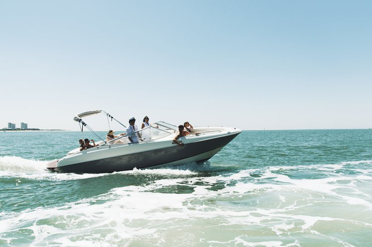 Boating is fun with a Motor yacht in Setubal