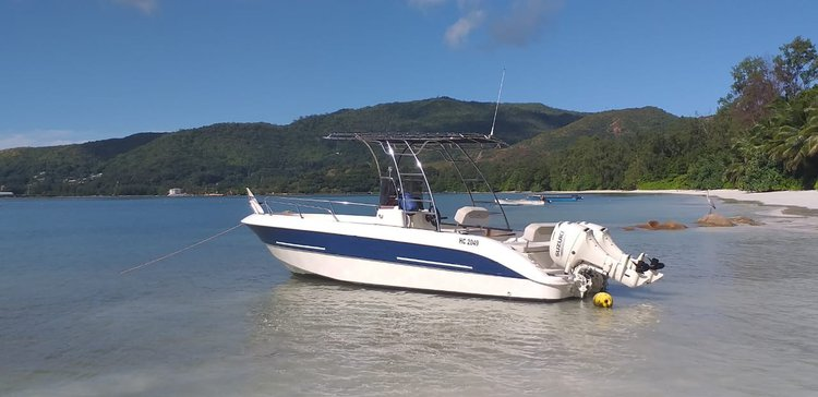 Charter this amazing motor boat in Praslin.
