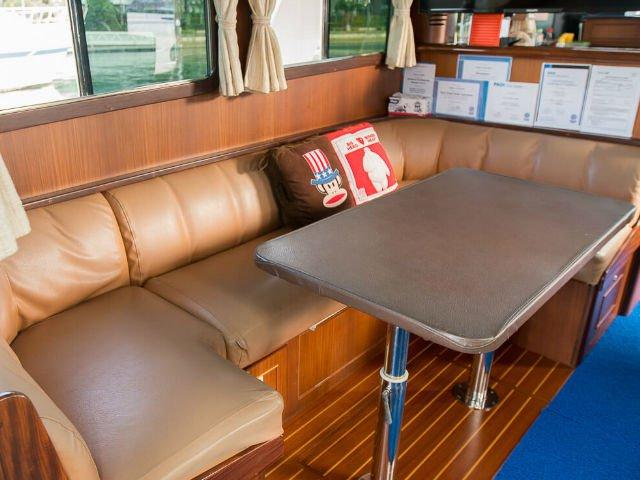 Motor boat boat rental in Sentosa Cove,
