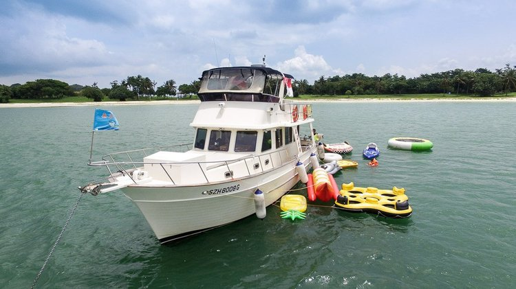 Hop aboard this amazing motor boat rental in Singapore