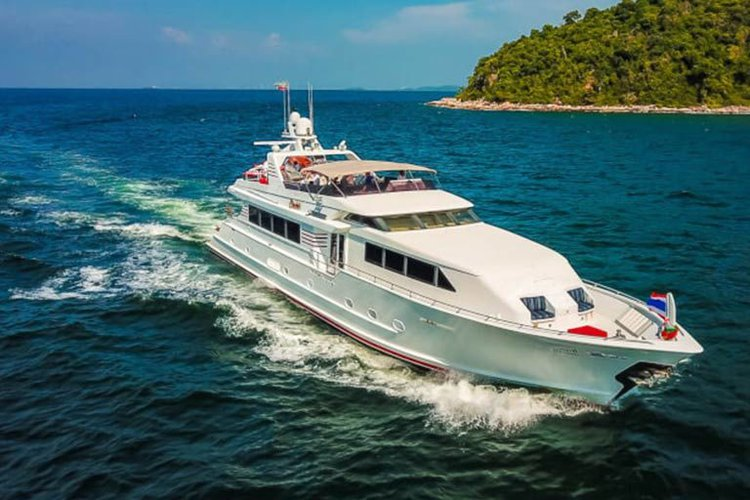 Hop aboard this amazing motor boat rental in Pattaya