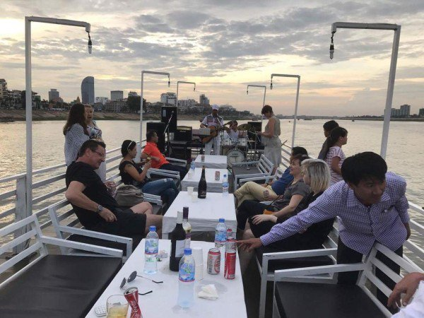 Boating is fun with a Motor yacht in Phnom Penh