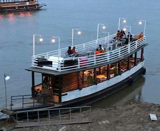 Discover Phnom Penh surroundings on this Custom Custom boat