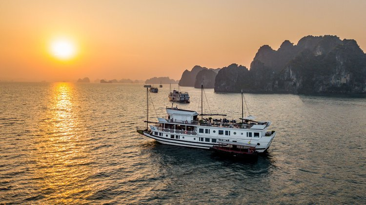 Get the perfect boat to enjoy Vietnam in style
