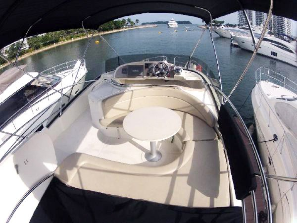 Motor yacht boat for rent in Sentosa