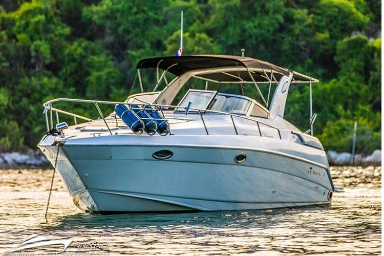 Motor yacht boat for rent in Pattaya