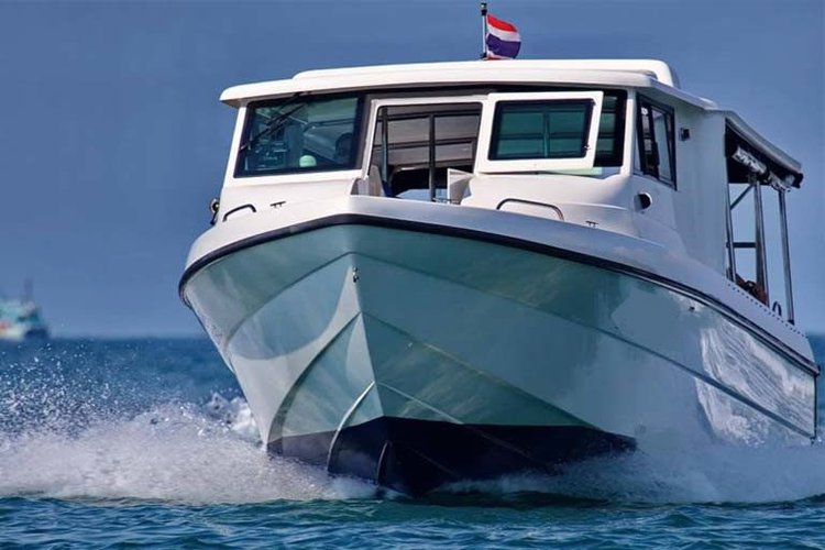 Cruiser boat for rent in Pattaya