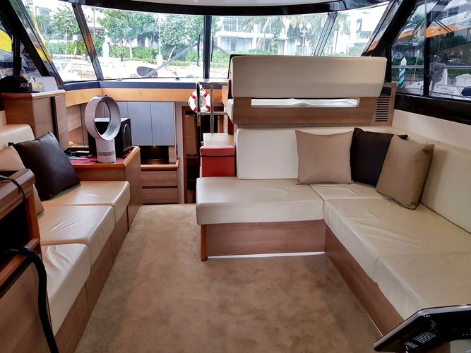 This 45.0' Custom cand take up to 18 passengers around Marina Sentosa Cove