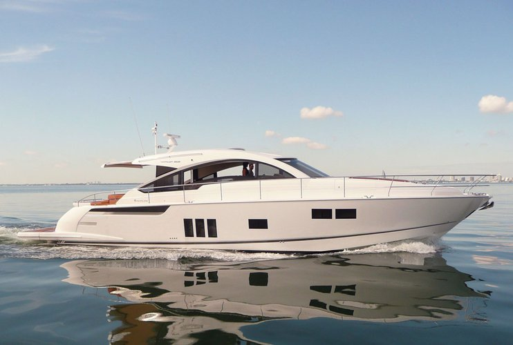 Explore Singapore on our luxurious motor boat for rent