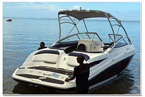 Boat rental in Bel Ombre,