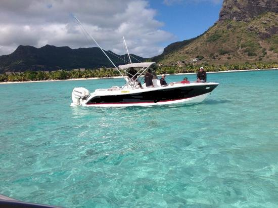 This 8.25' Custom cand take up to 8 passengers around Bel Ombre