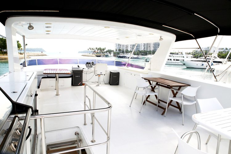 Mega yacht boat for rent in Sentosa Cove