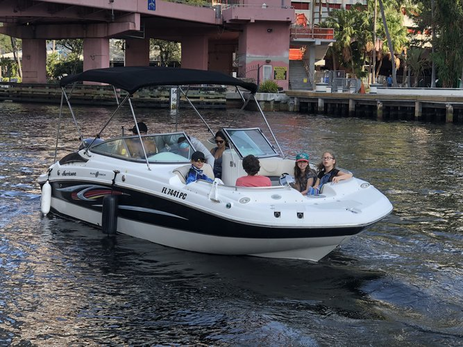 This 22.0' Hurricane cand take up to 10 passengers around Fort Lauderdale