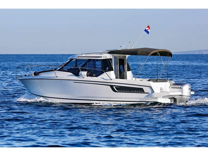 Take this Jeanneau Merry Fisher 795 for a spin!