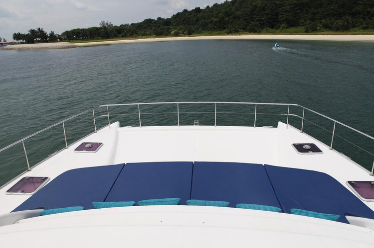 Discover Sentosa surroundings on this 47 Leopard boat