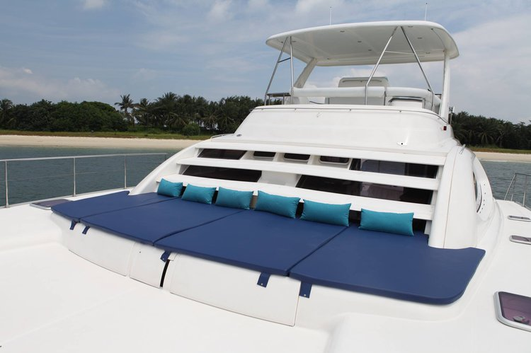 This 47.0' Leopard cand take up to 33 passengers around Sentosa