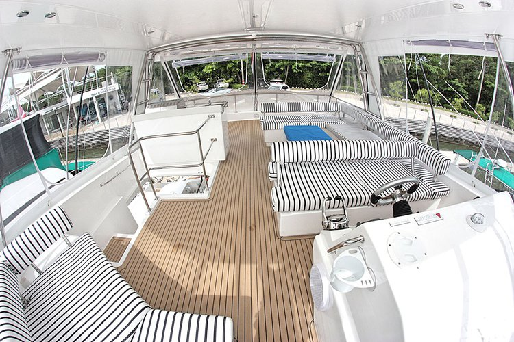 Discover Phuket surroundings on this 51 Leopard boat