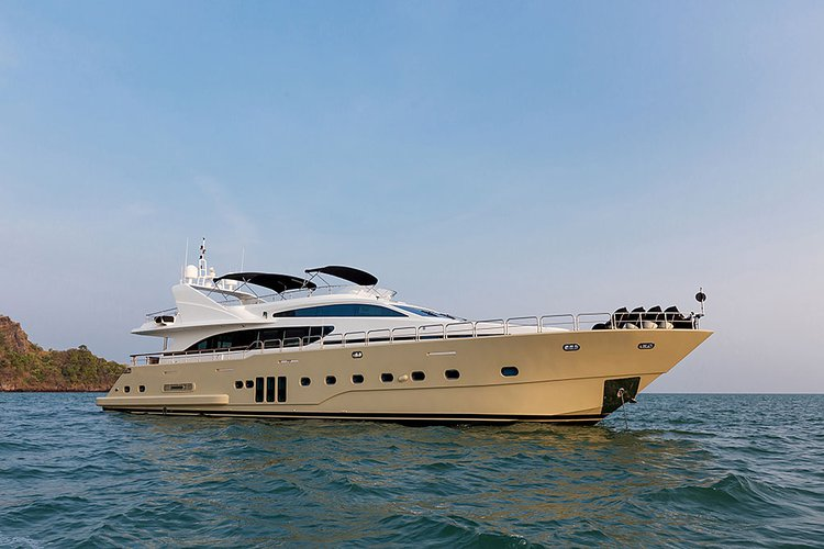 Up to 20 persons can enjoy a ride on this Mega yacht boat
