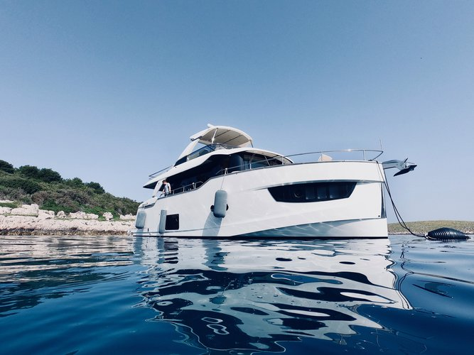 This 56.0' Navetta cand take up to 16 passengers around Rogoznica