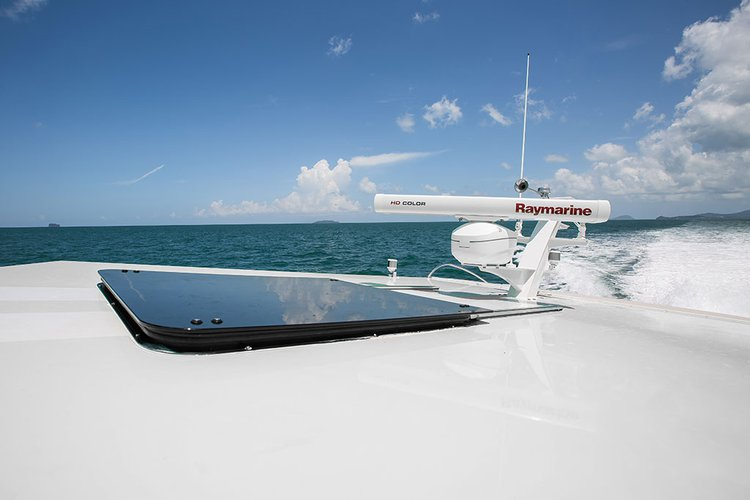 Discover Phuket surroundings on this 42 SPLO boat