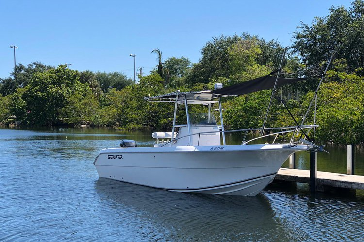 25 Feet Center Console , Great for cruise Intercostal waters, sand bar, go fishing or snorkeling.