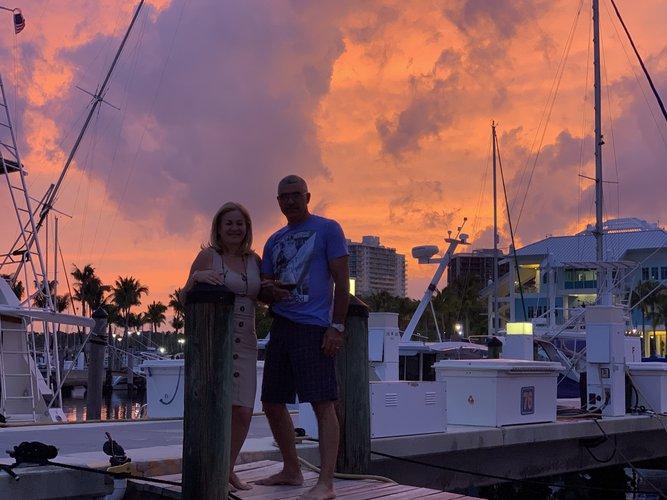This 51.0' Sea Ray cand take up to 10 passengers around Miami