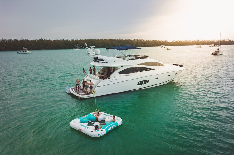 This 75.0' Sunseeker cand take up to 12 passengers around Miami
