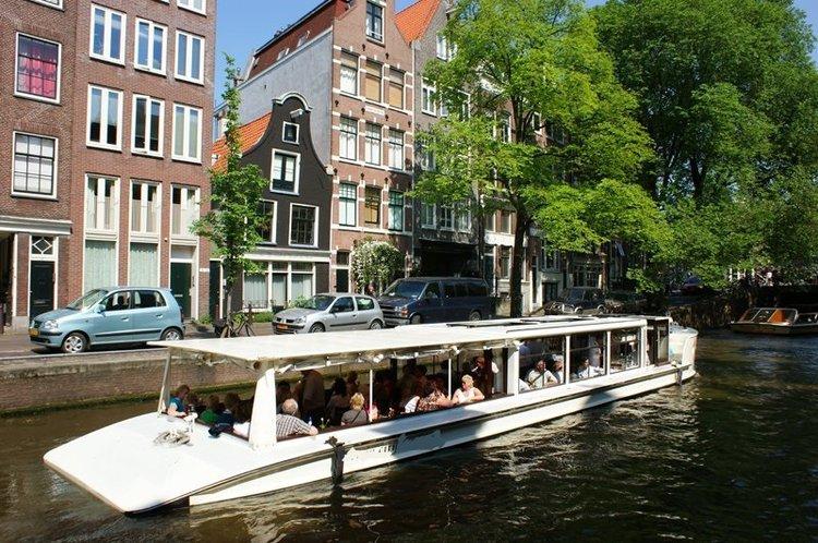 This 111.0' Custom cand take up to 60 passengers around Amsterdam