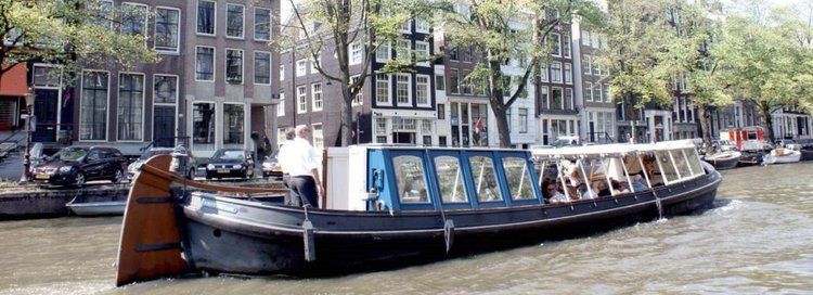 This 111.0' Custom cand take up to 60 passengers around Amsterdam