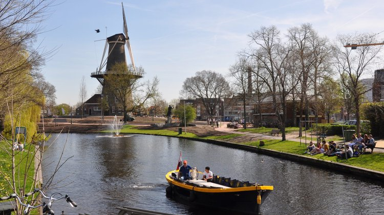 Discover Leiden surroundings on this Custom Custom boat
