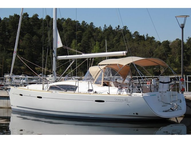 Sail the beautiful waters of Göcek on this cozy Beneteau Oceanis 40