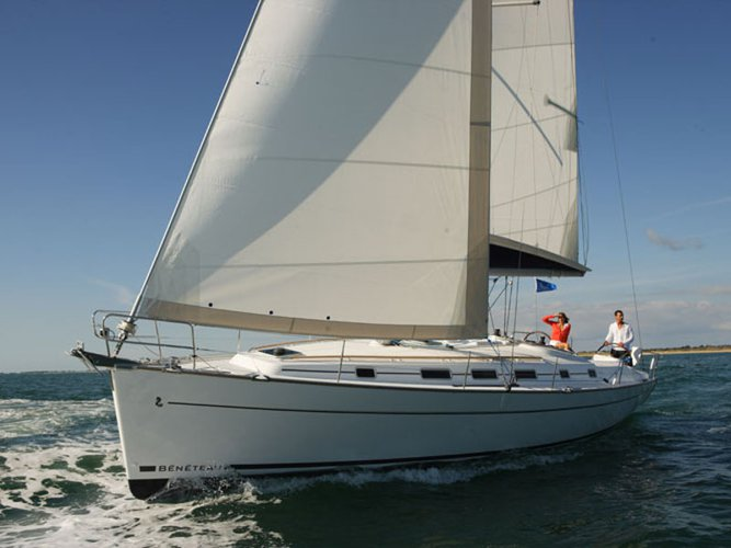 Explore Perigiali - Lefkada on this beautiful sailboat for rent